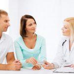 Супружеская пара на приёме у врача