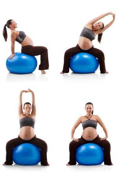 Беременная женщина выполняет упражнения на фитболе