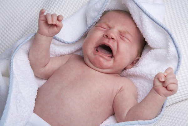 Младенец сильно плачет