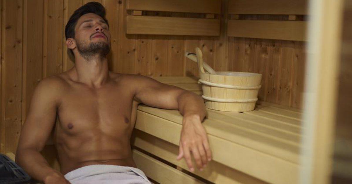 парни геи в бане дрочат друг перед другом смотреть видеороллики