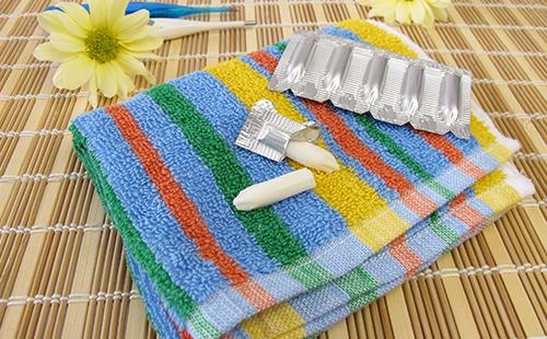 Вагинальные свечи на полотенце
