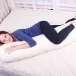 Беременная на подушке в форме буквы I