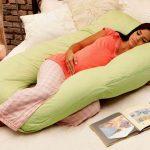 Беременная на подушке в форме буквы U