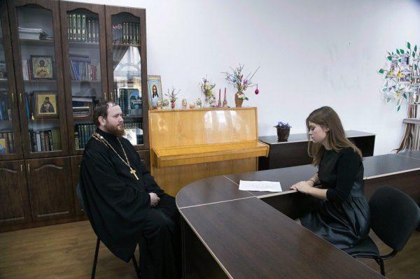 беседа священника с беременной