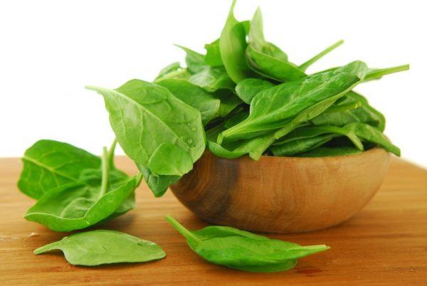 Зелёные листья шпината