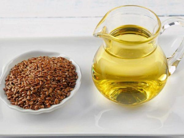 На фото масло изо льна и его семечки