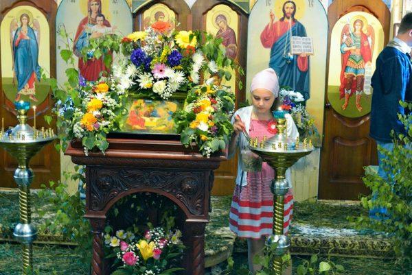 Перед праздником Троицы в храме