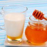 Молоко в стакане и мёд в банке