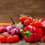 Помидоры, свёкла, морковь, редис, красный лук