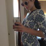 Девушка на 7 неделе беременности в платье