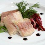 Отварная рыба в тарелке