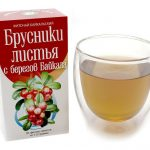 Пачка пакетированного брусничного листа и заваренный чай