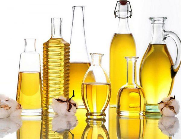 Растительные масла в разных ёмкостях