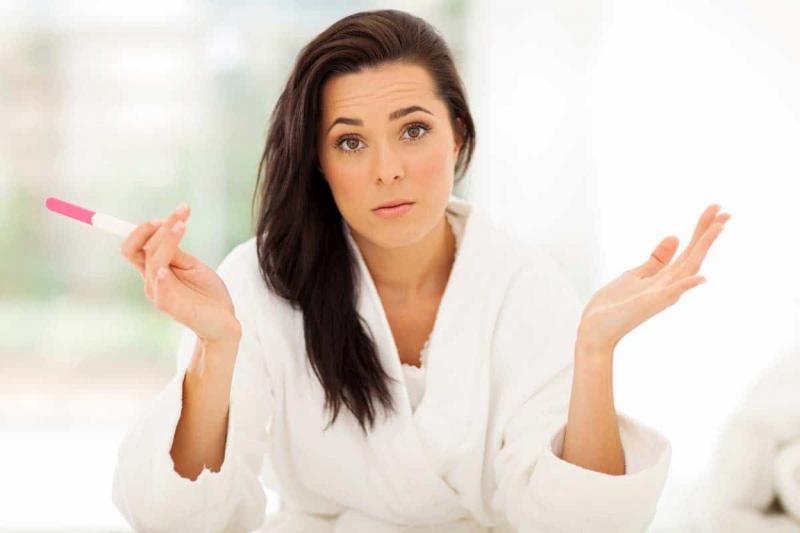Задержка при отрицательном тесте может указывать на патологию или же всё-таки быть признаком беременности