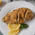 Филе курицы на тарелке