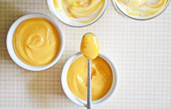 медовое масло в блюдцах