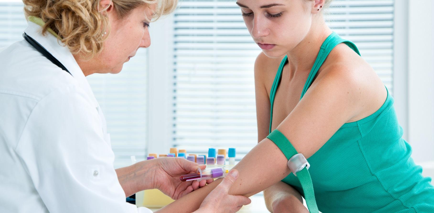 Русские медсестры берут сперму на анализы, Врачиха показывает как надо брать анализ спермы - 856 8 фотография