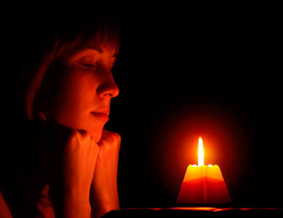 Женщина и свеча