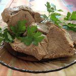 Отварная говядина в тарелке