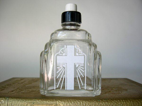 Бутылка со святой водой